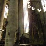 Eine der Säulen im Mittelschiff
