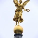 Engel auf der Kuppel
