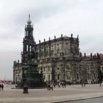 Denkmal vor dem Zwinger